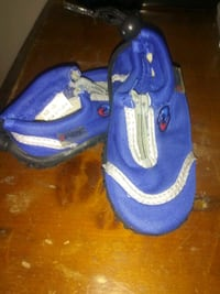 Size 5 swim shoes Hagerstown, 21740