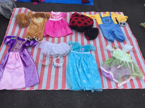 Used Halloween costumes barely used for sale in Mississauga