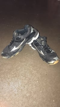 volleyball  shoes , size: 8 Northport, 35475
