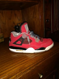 unpaired red and white Air Jordan 4 shoe Doylestown, 44230