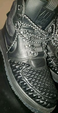 NIKE BOOTS size 10  Houston, 77024