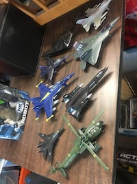 8 military aircraft toys, sold as a lot