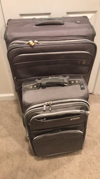 LUGGAGE Set of two suitcases (Large and carry on size)