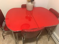 Retro 1944 Diner table, has 4 chairs and leaf!  Hackettstown, 07840