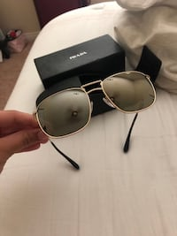 Black framed gucci sunglasses with case Bakersfield, 93311