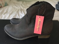 pair of black leather boots San Diego, 92115