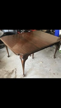 Italian wood dining table- comes with 2 extensions Milton, 02186