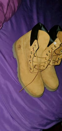 Men's Timberland boots (size 9)