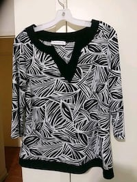 black and white floral scoop neck long sleeve shir Toronto, M3C 1B5