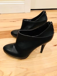 Pair of black leather heeled booties, from the UK, US size 9 Philadelphia, 19125