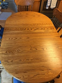 Solid oak Amish made table   Bloomington, 61705