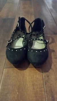 Girls black and gold dress shoes size 2 Bakersfield, 93311
