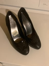4 in Womens shoes size 7 1/2 Mississauga, L5R 4C5