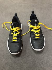 Black-and-yellow under armour basketball shoes