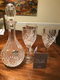 two clear cut glass vases Woodbridge, 22192