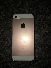 Rose Gold iphone SE with case And screen protector  Gatineau, J8Z 1V9