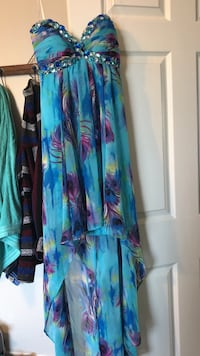 blue and purple floral strapless prom dress, worn once great condition (size 5/6)