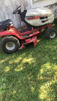 Red and black ride-on mower Rohrersville, 21779