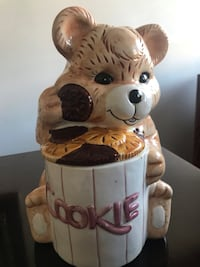 Cookie ceramic Jar (moving need to sale) Laval, H7W 1P2