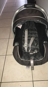 Graco Baby's black and gray car seat carrier 546 km