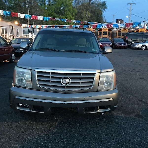 Used Gold 2002 Cadillac Escalade For Sale In Philadelphia