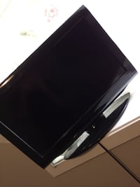 Black flat screen tv with remote Calgary, T3J 1Y6