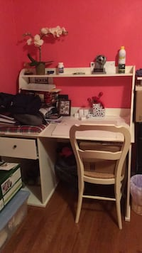 Desk and chair Oakton, 22124