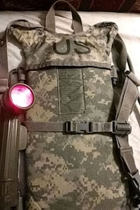 U.S. military MOLLE II Hydration carrier/w vintage Vietnam flashlight Pearl, 39208