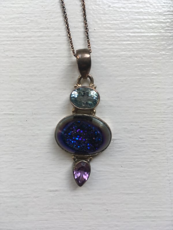 Sterling silver and gemstone necklace 0626cecf-8860-443f-9f50-783c83db09c1