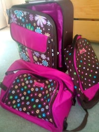 3pc girls luggage set.. gently used Lorton, 22079