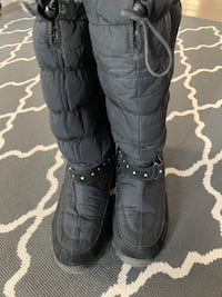 Ladies size 10 Winter Boots Toronto, M6L 2G2