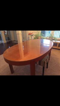Oval shaped dining table Aldie, 20105