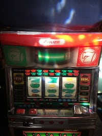 Slot machine, vintage 1980 aruze continental 3 reel, with key, works well