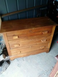 brown wooden 3-drawer chest Baltimore, 43105