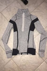 Lululemon size 4 long sleeve