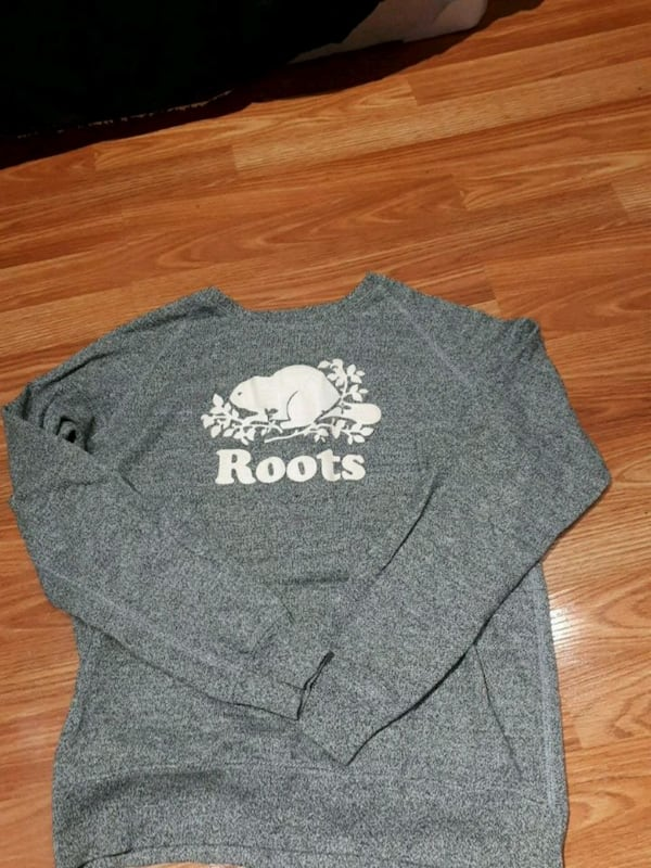 Womens roots crew sweater. 4/5 condition. Need gone asap. Pick up only 13560360-f881-4909-9331-51051f98a538