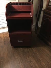 Lovely Compact Laptop/ Computer Desk on Casters 517 mi
