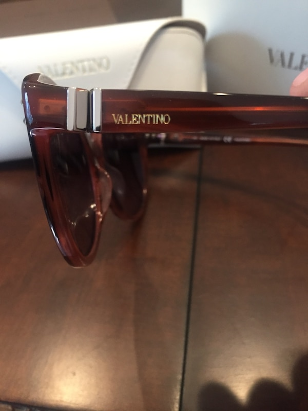 Authentic Valentino Sunglasses 932f61f5-7225-4b90-b34d-792af25461f0