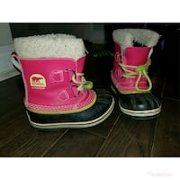 pair of black-and-pink fur-lined snow boots 546 km