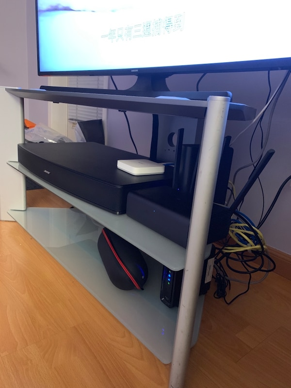 Sony glass TV stand, 38Lx18.5Wx20H 51a426d2-3c04-4319-8326-d779d334ca07