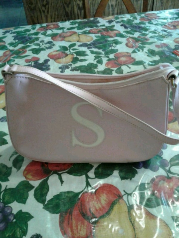 Purse used in good condition pink color