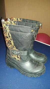 Boys Snow Boots size 5 Mississauga, L5N 7R3