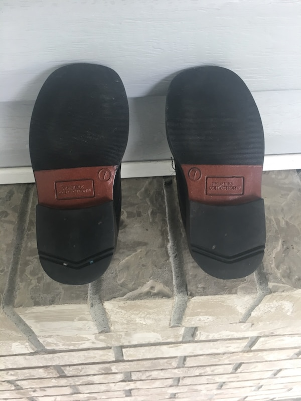 Toddler dress shoes $10 obo 1