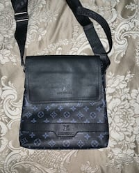 Louis Vuitton side bag  Edmonton, T5L 3W8