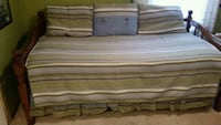 Day bed with lower trundle, bed quilt and shams. Livonia, 48154
