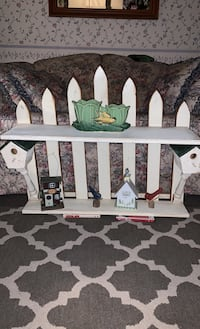Adorable bird shelf with fencing Council Bluffs, 51503