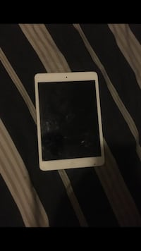 White iPad mini 2 Forest Heights, 20745
