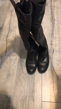 pair of black leather boots Coquitlam, V3J 4N2