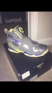 Unpaired gray-and-green air jordan 8 with box Pasadena, 21122