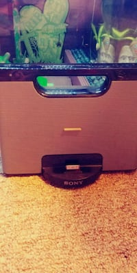 Sony Personal audio Docking System. RDP-M7iP. Speaker system with aux